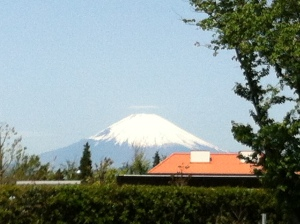 5月8日、富士山とチャペックハウス